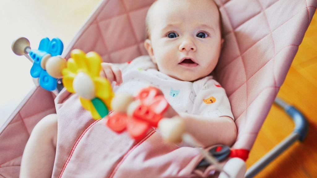 Posizioni scorrette del neonato che provocano l'appiattimento posteriore della testa (plagiocefalia posizionale e testa piatta del neonato)
